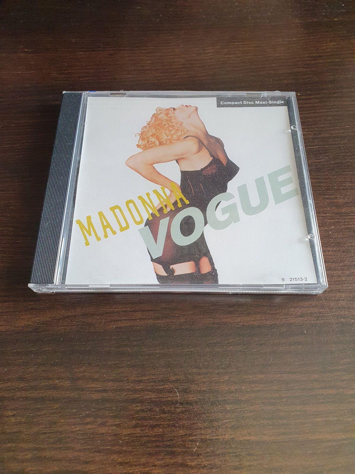 Mon cadeau d'anniversaire qui date de quelques années, le Maxi-Single de Vogue, une beauté.