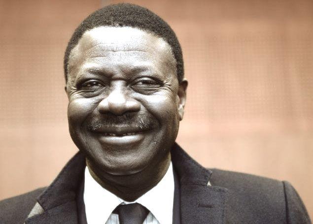 Pape Diouf, de son vrai nom, Mababa Diouf, emblématique président de l'Olympique de Marseille entre 2004 et 2009, est décédé le 31 mars 2020 à Dakar des suites du Covid-19 à l'âge de 68 ans.