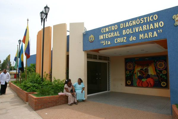"""L'Etat va investir de gros moyens dans ce qui va devenir la """"Mision Bario Adentro""""(au coeur du quartier). C'est à dire que les nouveaux médecins pénètrent au plus profond de la société, pour y affronter la maladie, la misère et l'exclusion."""
