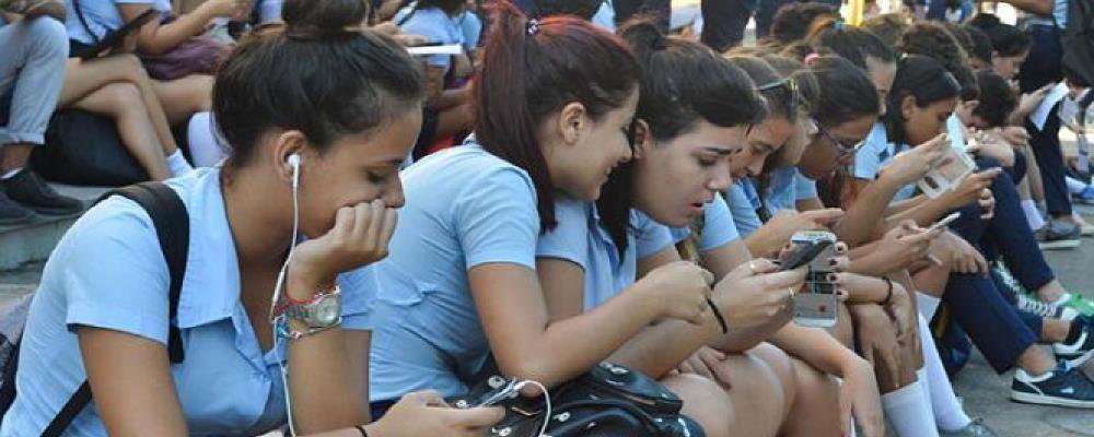 Les informations publiées sur Internet sont très populaires parmi les jeunes Cubains à mesure que Cuba se connecte. Photo: Yander Zamora