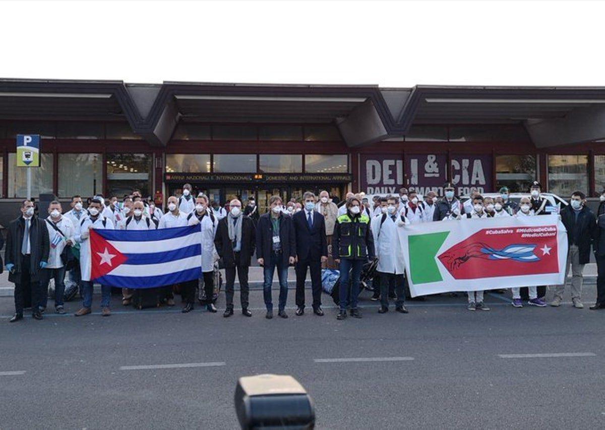 L'équipe médicale cubaine est arrivée dimanche en Italie Photo: @JoseCarlosRR / Twitter