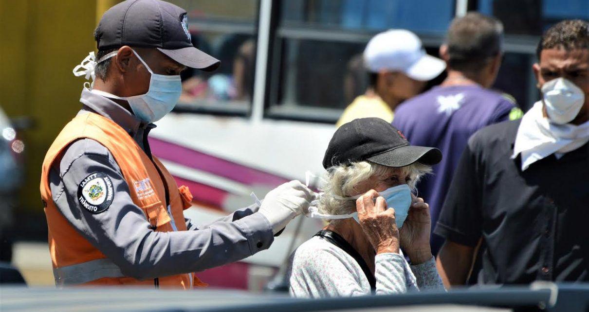 Les Vénézuéliens, et en particulier les personnes âgées, ont été encouragés à porter des masques faciaux lors de leurs déplacements et à essayer de rester chez eux dans la mesure du possible. Photo: @ jacoli44 / Twitter
