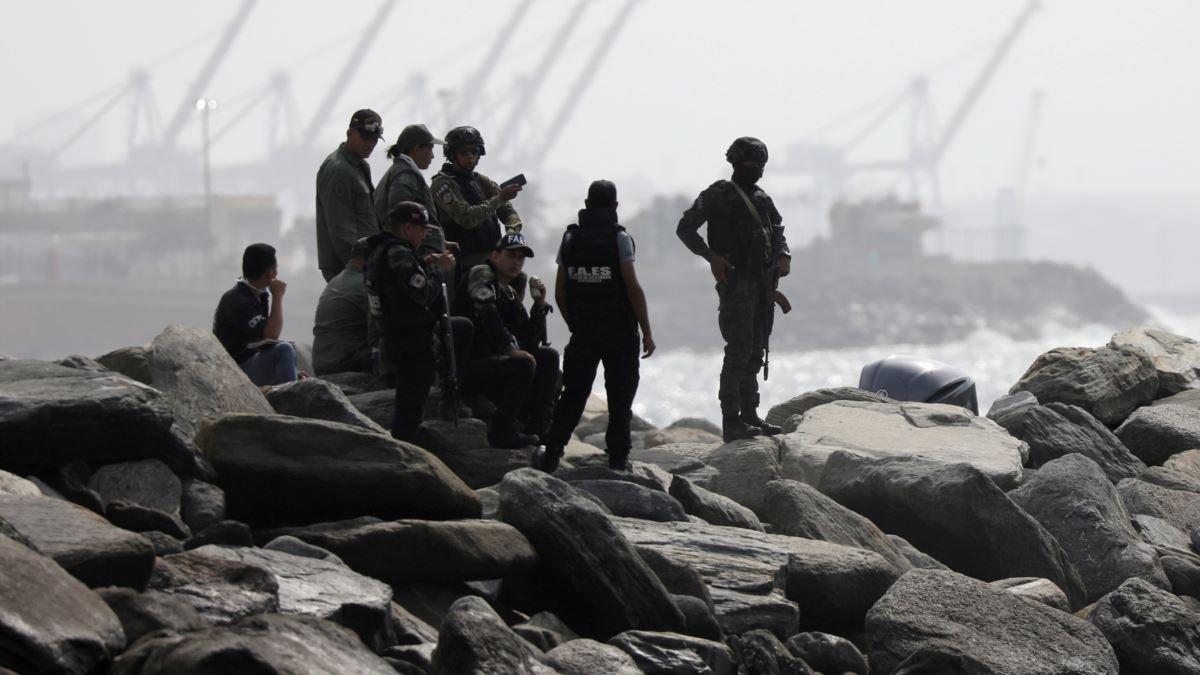 Membres d'une unité des forces spéciales vénézueliennes intervenues sur un rivage à Macuto, le 3 mai 2020. Le gouvernement vénézuélien a annoncé avoir déjoué un complot de mercenaires. AFP