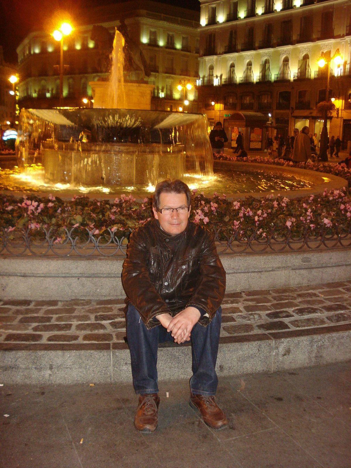 La photo est prise à Madrid, à la Puerta del Sol, haut lieu de résistance du mouvement des Indignés