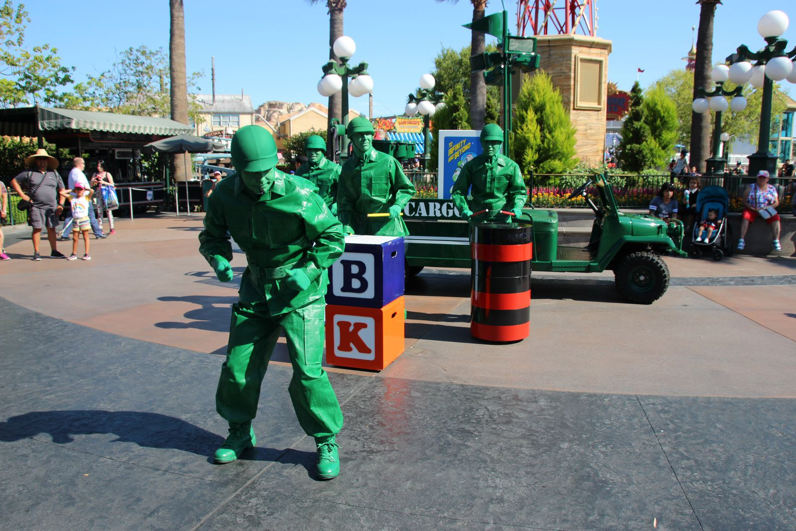 Pixar Play Parade & Operation: Playtime!, les spectacles Pixar à Disney California Adventure (Disneyland Resort)
