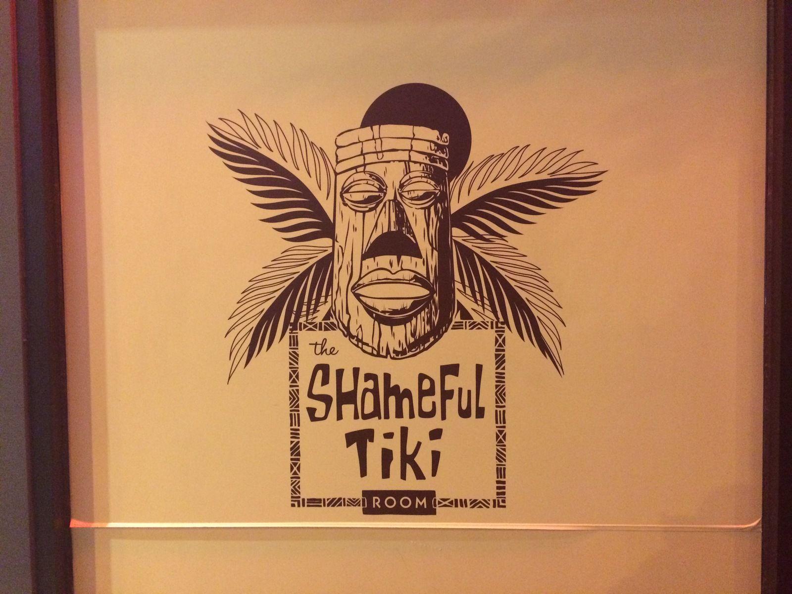 Main Street à Vancouver : street art et bar Tiki