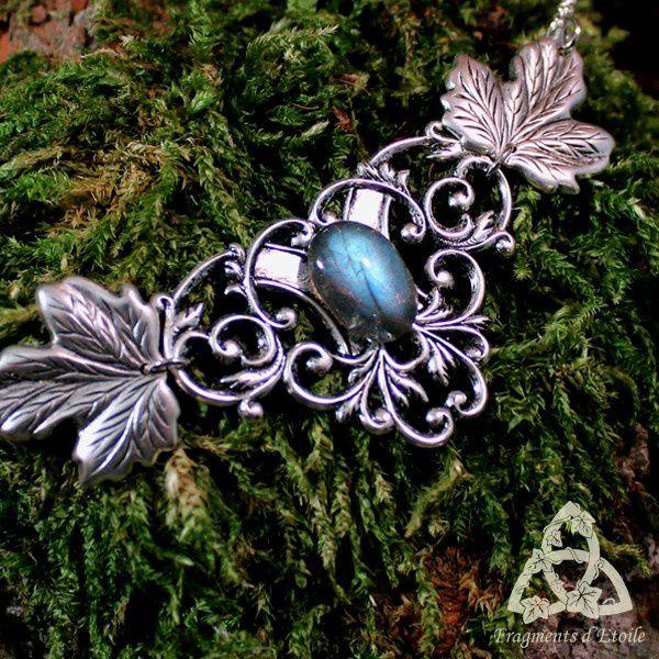 Collier pendentif elfique feuilles volutes argenté et labradorite beau reflet bleu clair elfique celtique médiéval lierre druide, elfe, sylvestre forêt ésotérisme magie pierre gemme cadeau noël yule mariage