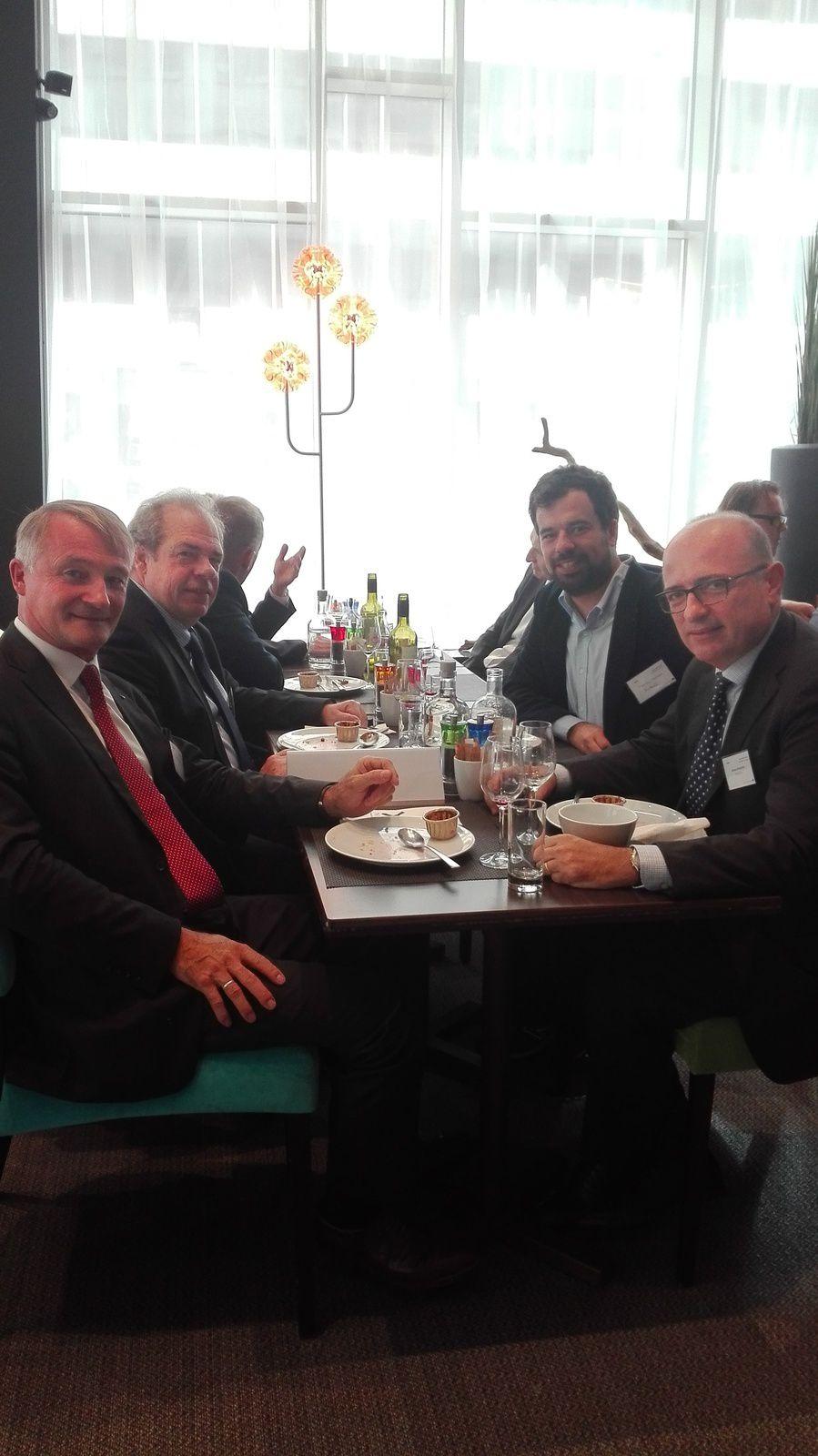 Déjeuner relationnel européen en plus du dîner de la veille avec échanges très intéressants