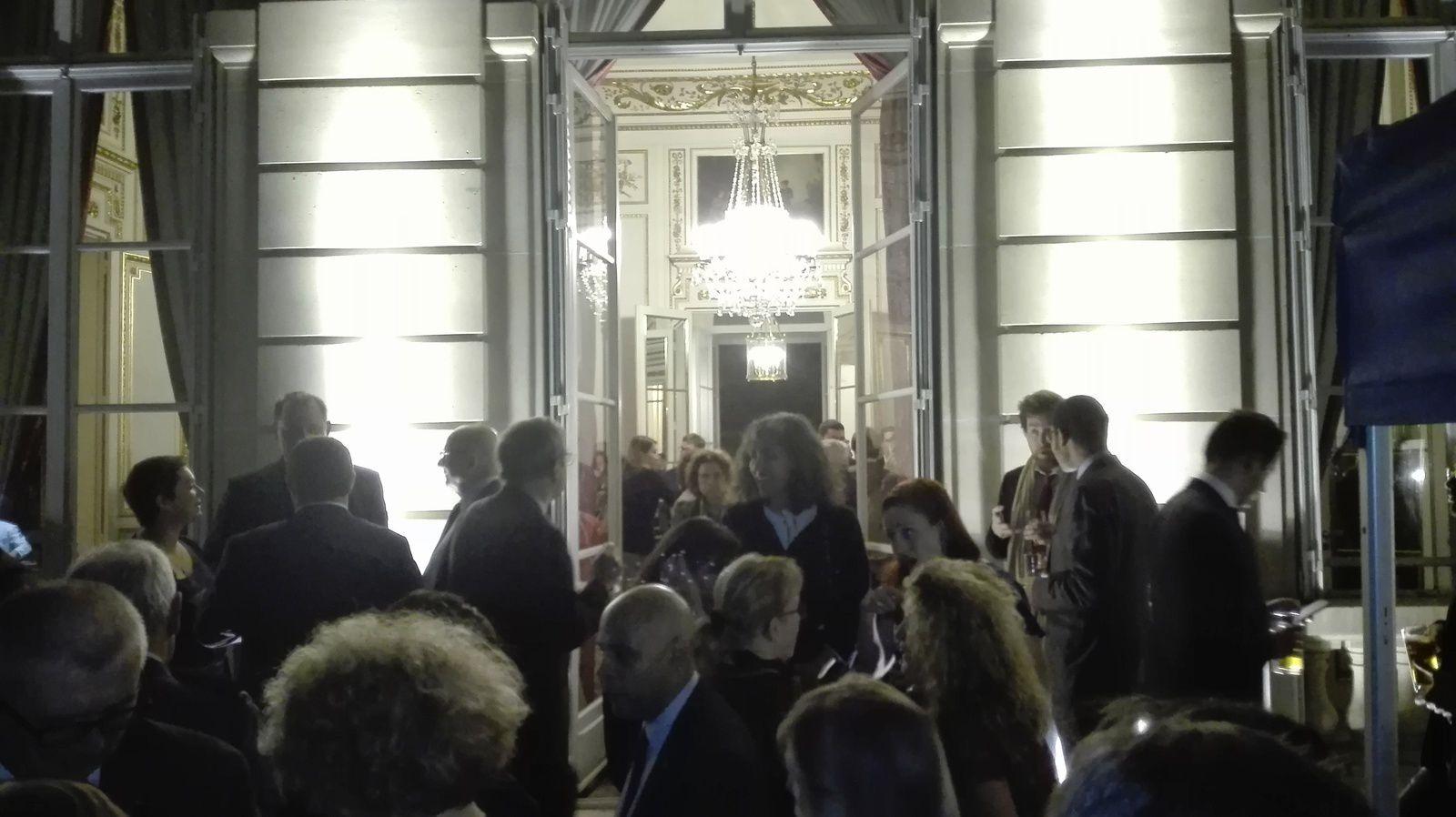 sur une des photos : Monsieur Demir Fitrat ONGER, Président du Centre Culturel Anatolie, Monsieur l'Ambassadeur Huseyin Avni BOTSALI, Monsieur François CHARLES, président de l'I.R.C.E. (institut de recherche et de communication sur l'Europe), Monsieur Ahmet Altay CENGIZER, l'Ambassadeur Délégué Permanent de Turquie auprès de l'UNESCO, Lutfi BILGEN, président de l'U.A.C.T.F. (et membre I.R.C.E.) à l'Ambassade de Turquie à l'occasion de la Fête Nationale.