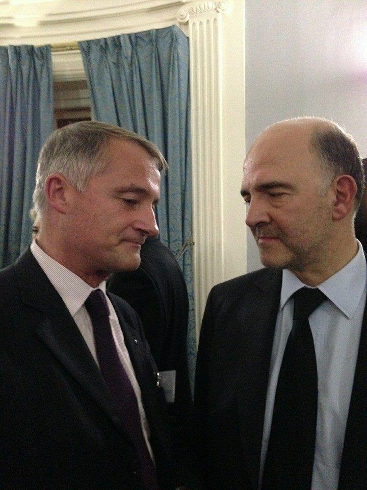 Photo conférence citée et photo ancienne réunion avec discussion sur l'euro