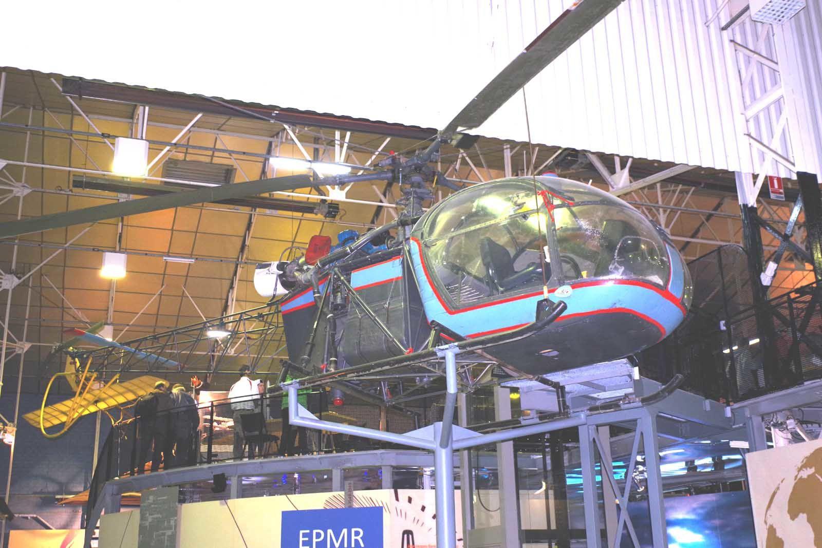 Restons dans le vol vertical avec un appareil plus traditionnel, l'Aérospatiale SE-3130 Alouette II. Celle-ci provient du CELAG, de Grenoble, qui l'a restauré à partir de plusieurs épaves et n'a donc pas de numéro.
