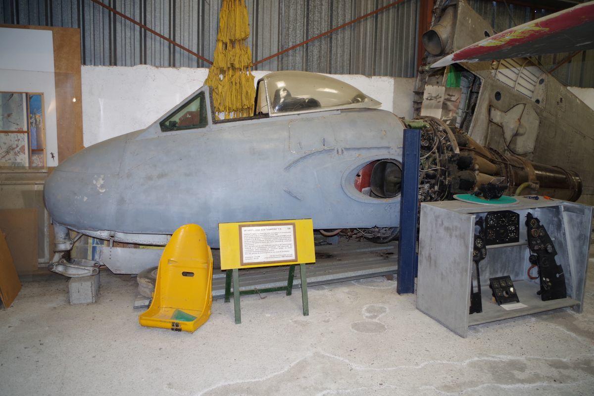 Le De Havilland DH-100 Vampire FB5 VX950 incomplet.