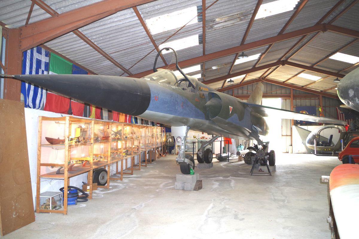 La maquette en bois du Dassault Mirage F1.