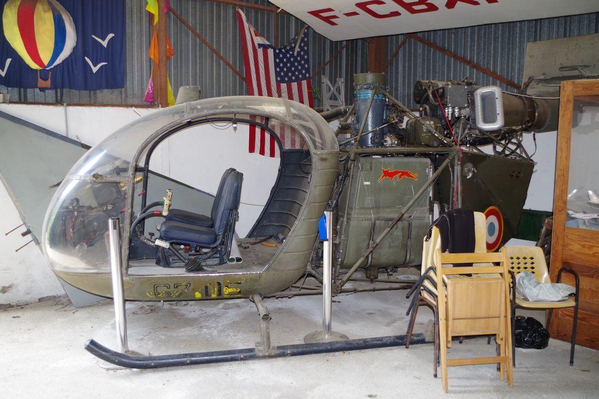 Seul hélicoptère, cette cabine d'Aérospatiale Alouette II N°1045 ex 67-ME de l'Armée de l'air.