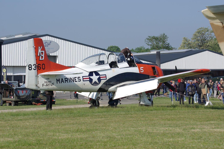 Il a repris l'air une semaine plus tôt, le North American T-28 F-AYVF.