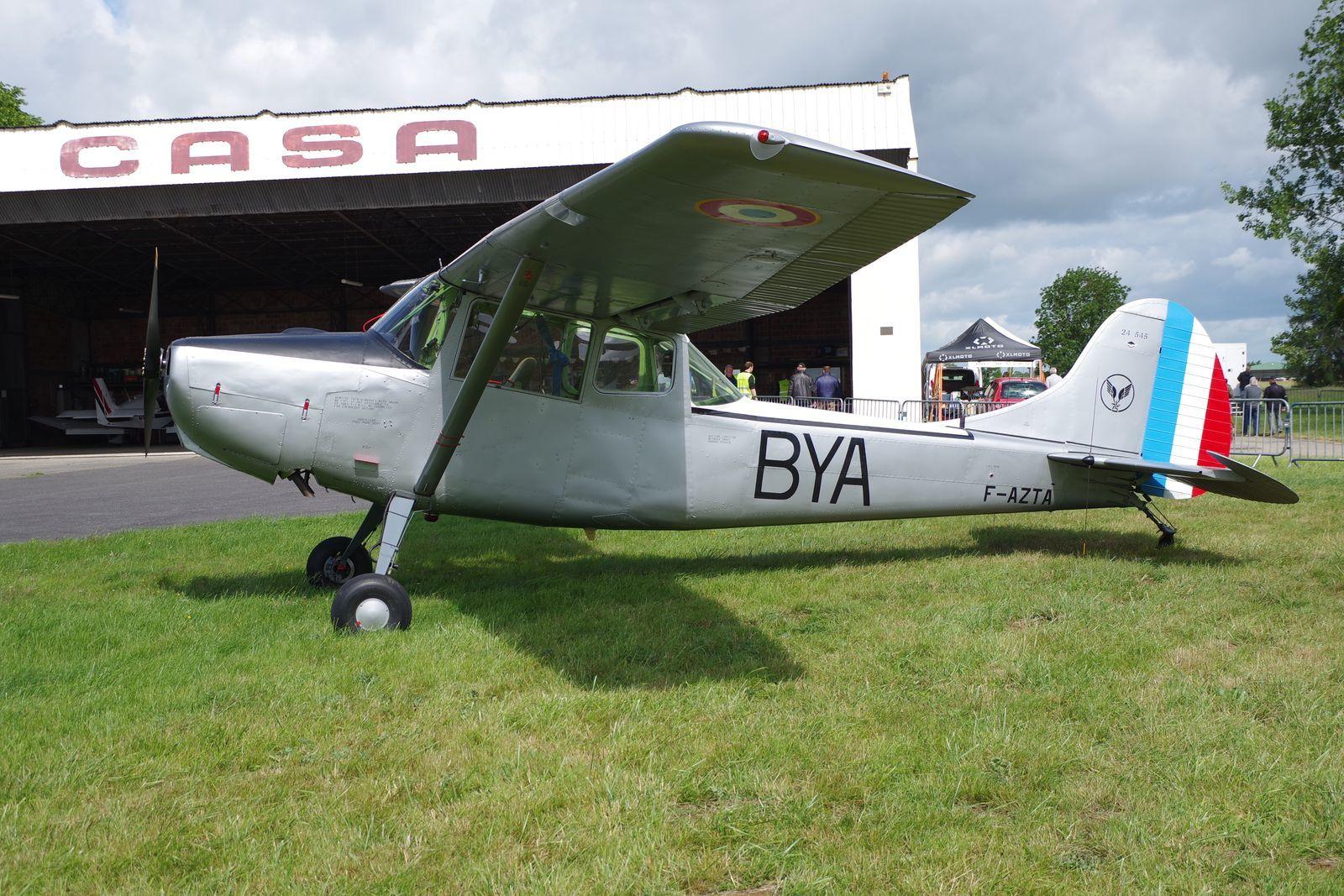 Pas 2eGM, le Cessna L-19 Bird Dog F-AZTA était présents pour faire des photos en vol.