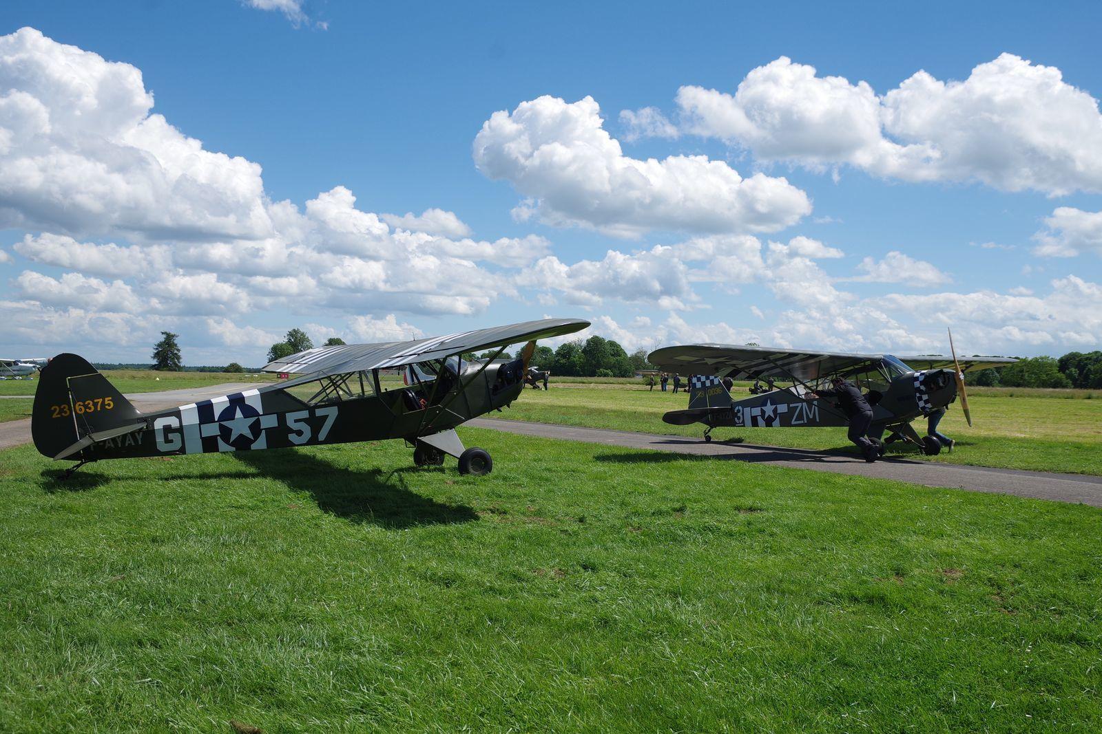 Les Piper L-4 F-AYAY et F-AYZA de la collection Ham & Jam basés localement.