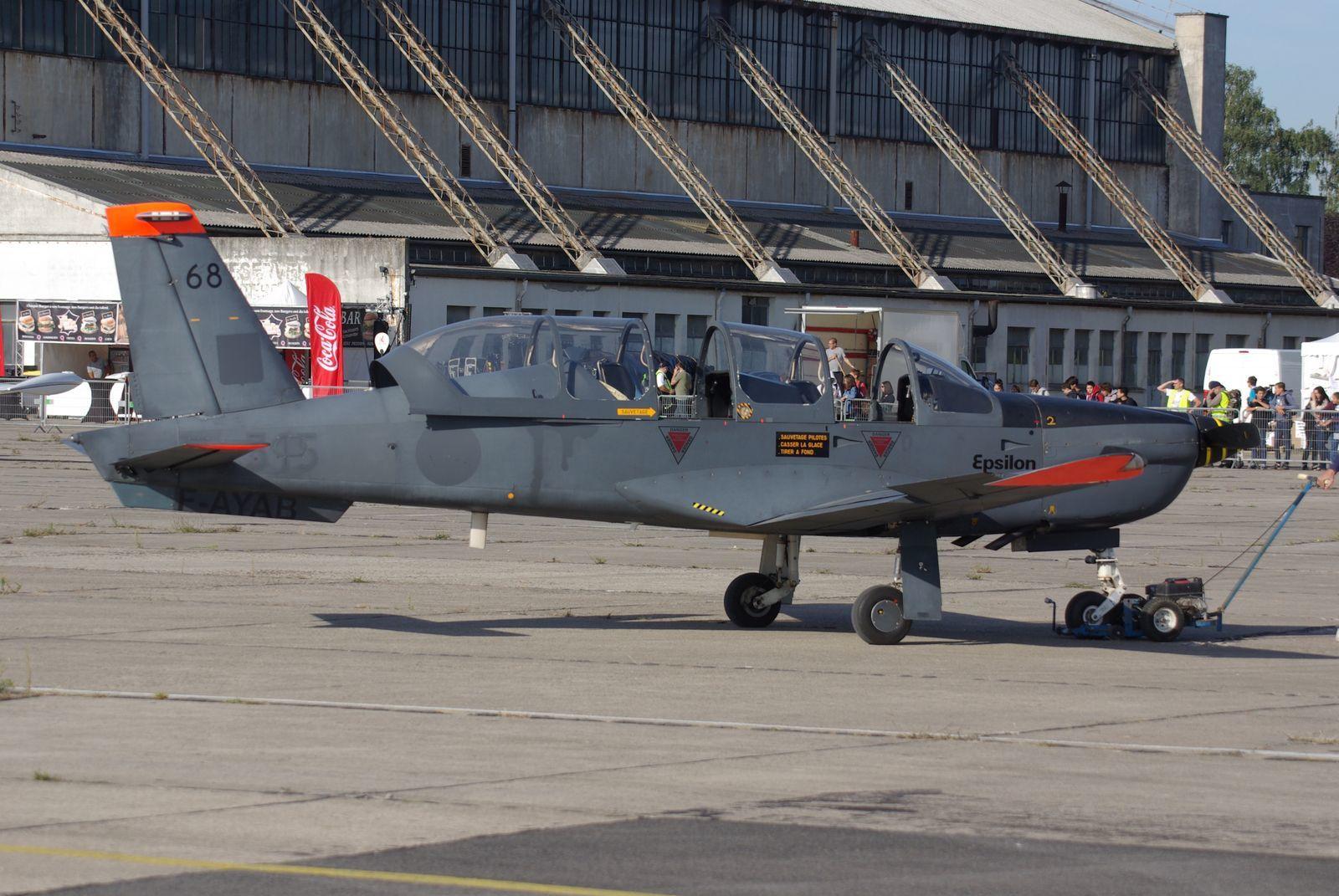 Parmi les trois exemplaires conservés à Melun, on a vu le Socata TB-30 Epsilon N°68 F-AYAB.
