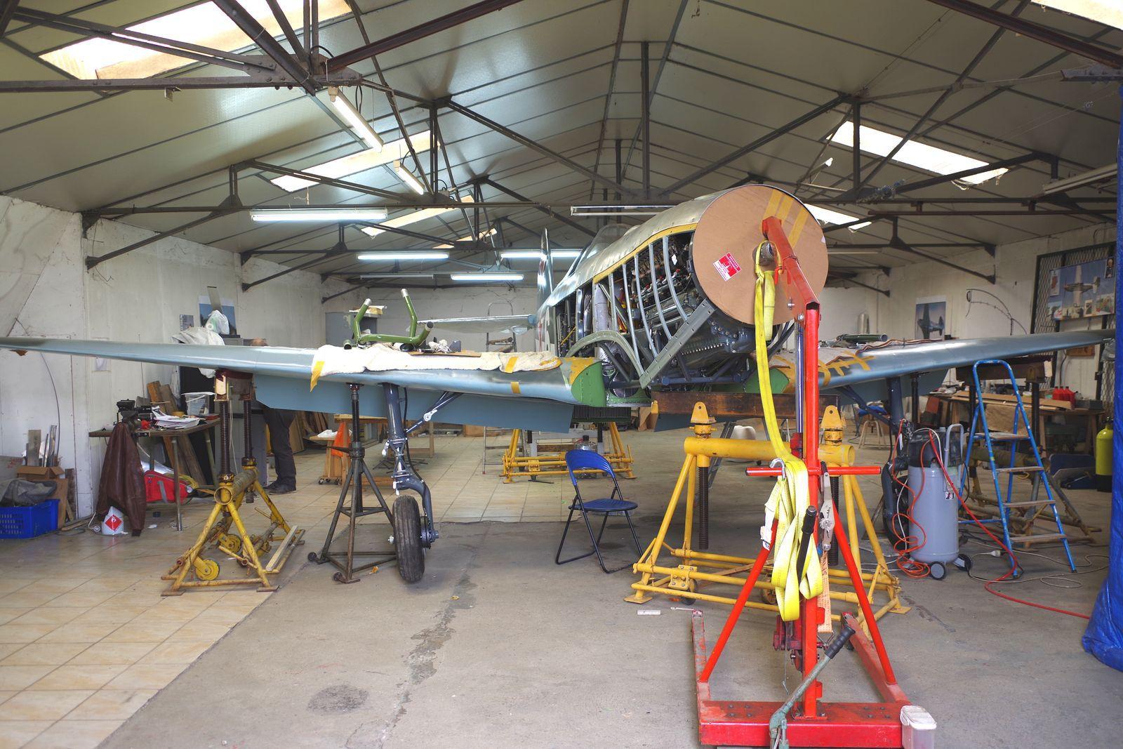 Le Yak 9R 172612 F-AZOS en restauration à la Ferté Alais. Cela répond à l'interrogation que beaucoup de monde se pose depuis deux ans.