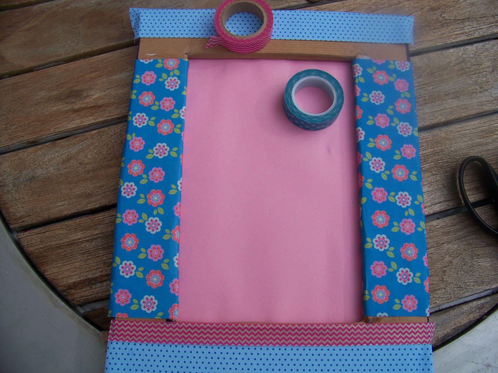 O n mixe les papiers ,les motifs ,on ajoute du masting tape de couleurs et de motifs différents....