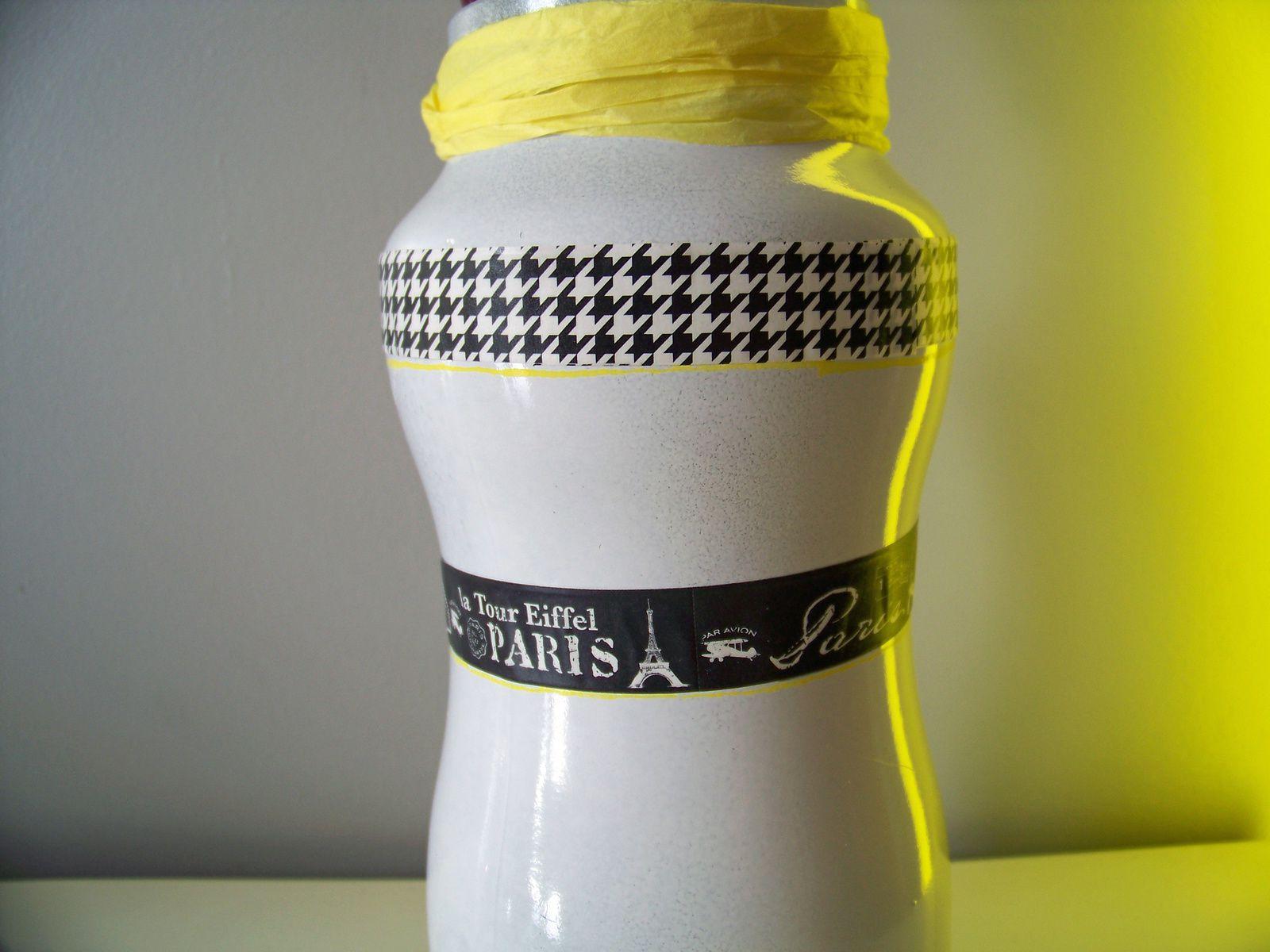 une pointe de jaune pour le bocal à pinceaux !