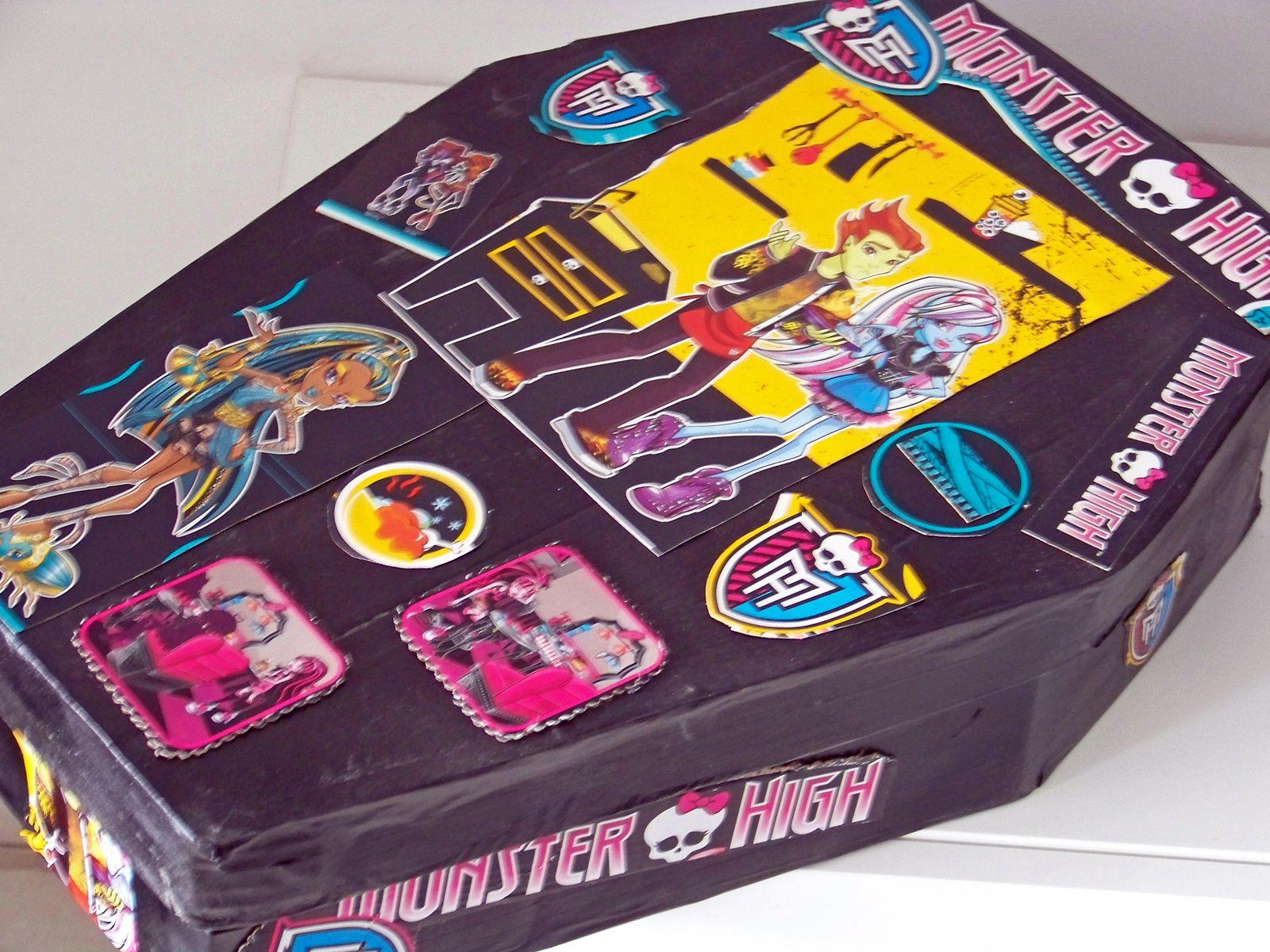 Une boîte home made pour poupée Monster hight