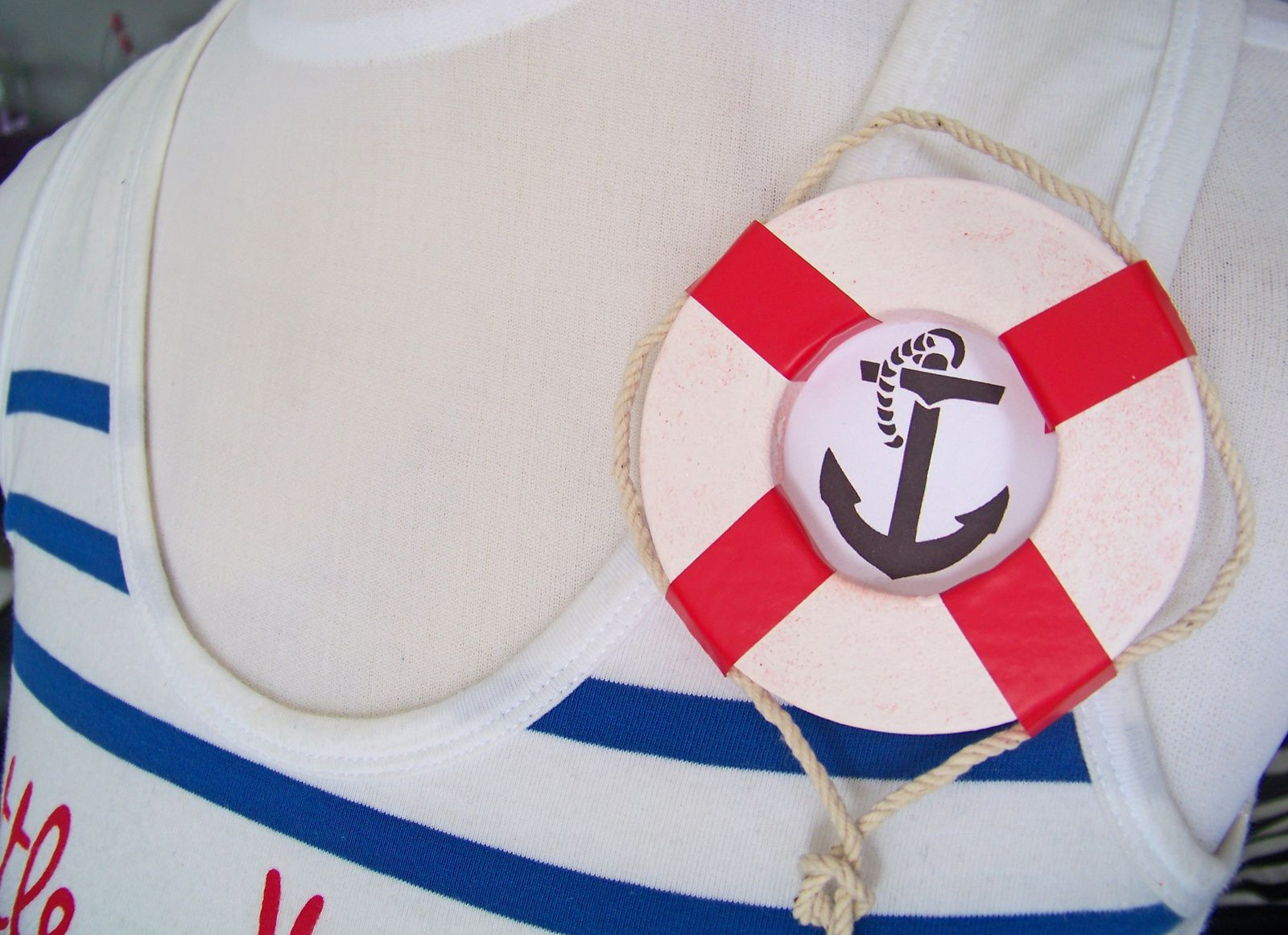 Une broche en forme de bouée pour marin d'eau douce !