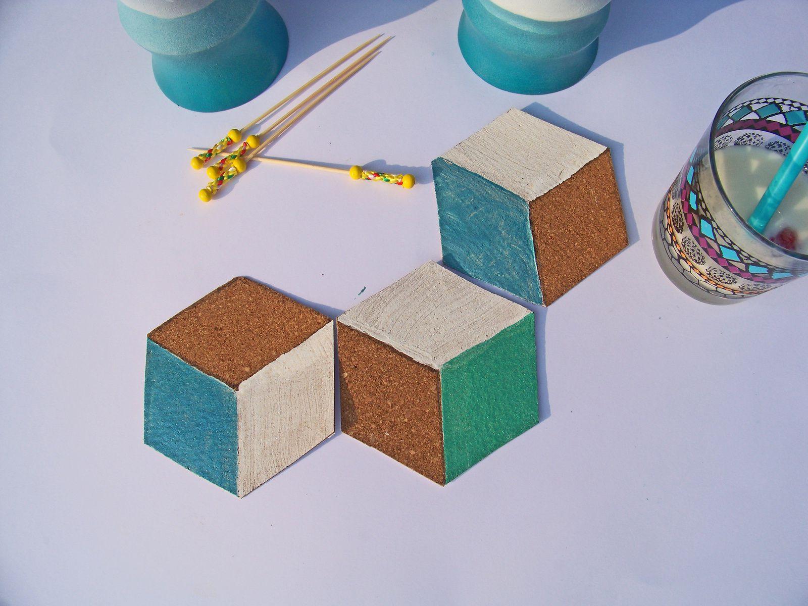 Effet trompe l'oeil et motifs géométriques pour sous verre en liège.