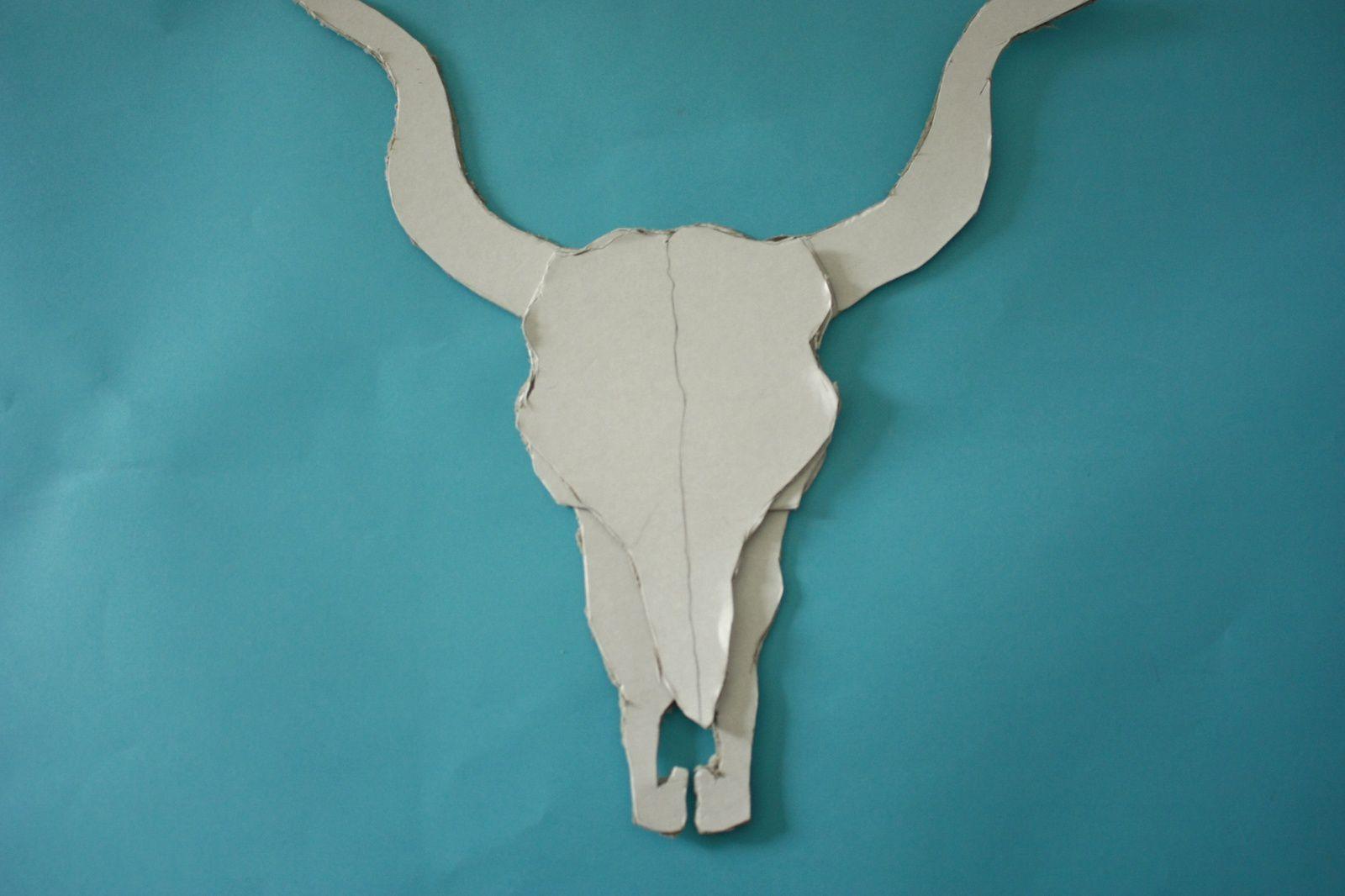 Couronne de fleurs en papier et crâne de buffle  , DIY :déco murale Kinfolk