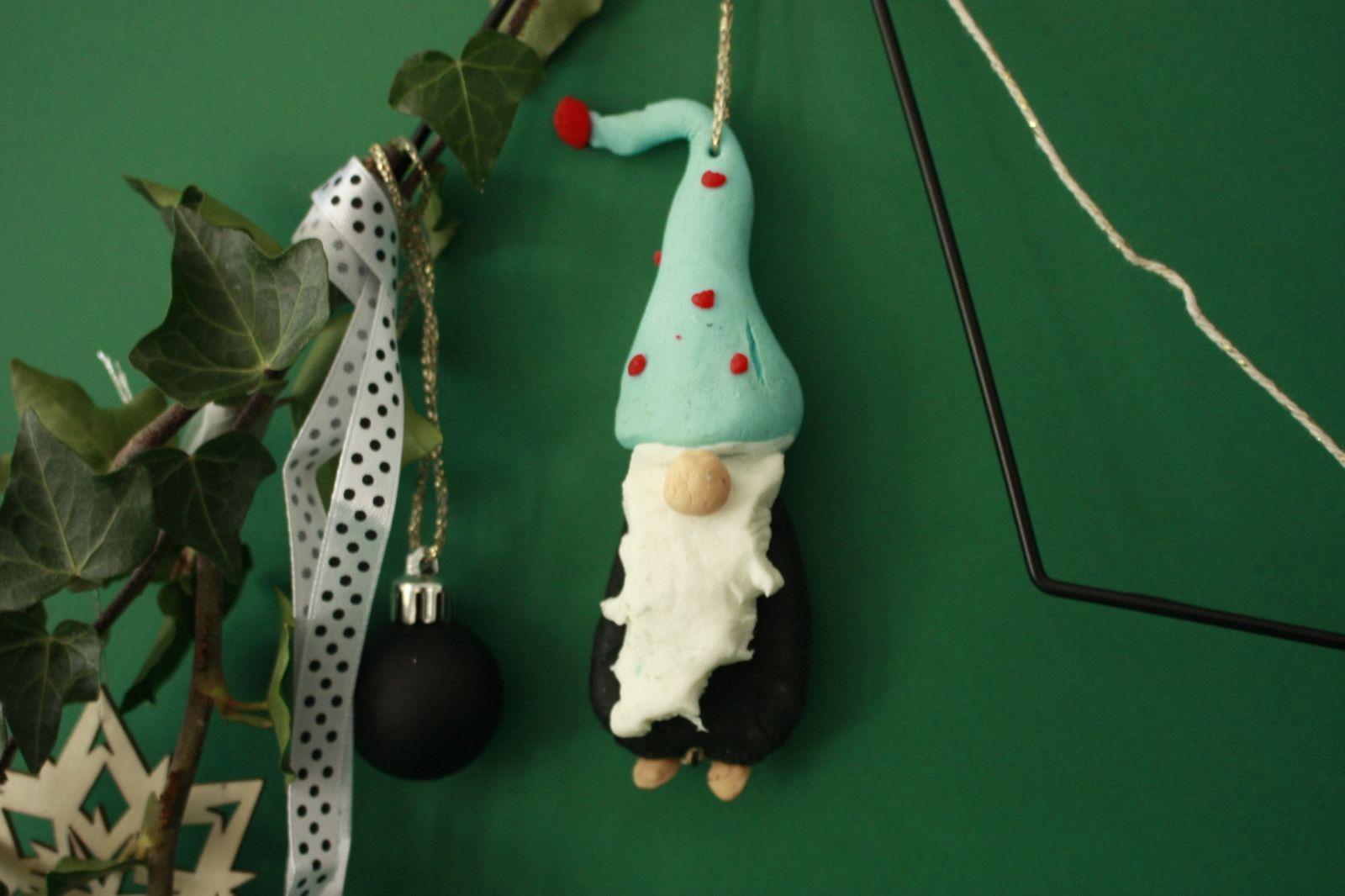 Un gnome à suspendre en pâte à modeler  wepam   !