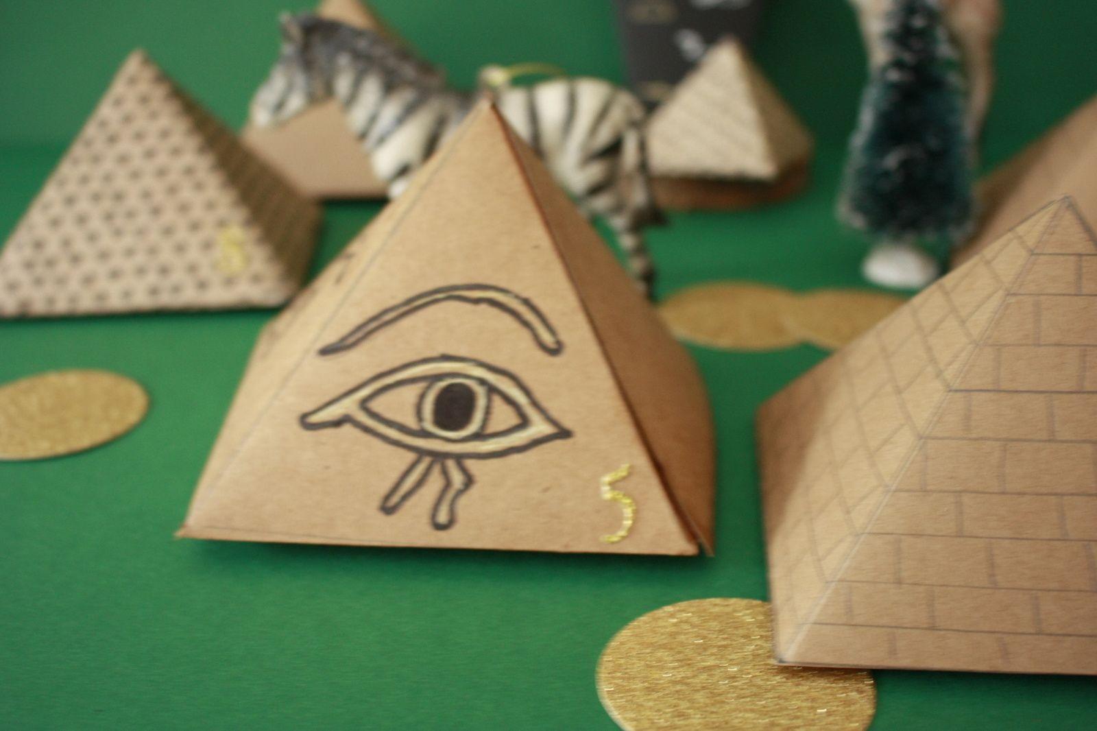 Calendrier de l'avent 2019  ,pyramides et sarcophages !!!