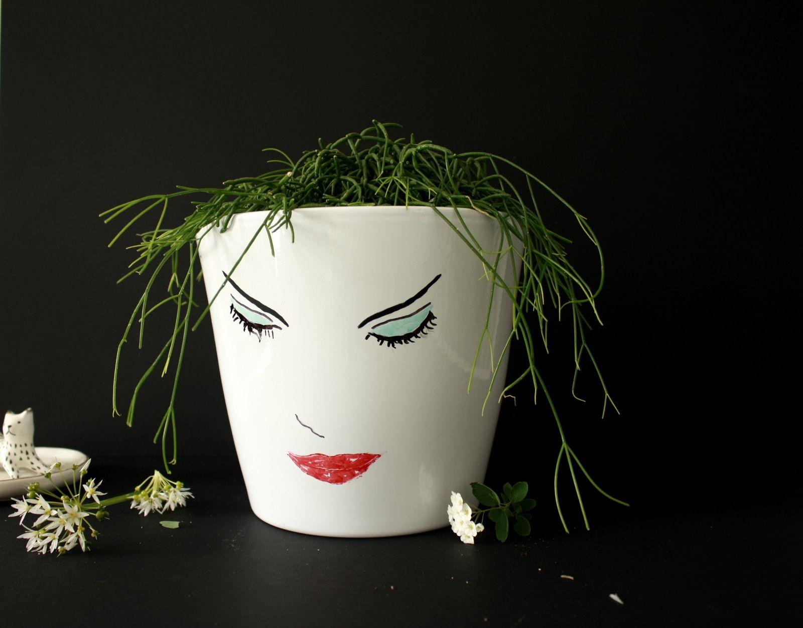 Customiser un pot de fleur ,esquisse en noir et blanc  !!