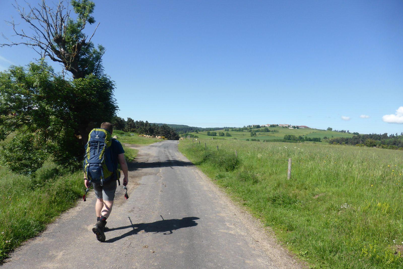 Nous sommes après le village de Montaure à 1020m d'altitude, fini la montée, et vive le plat maintenant dans une météo ensoleillée.