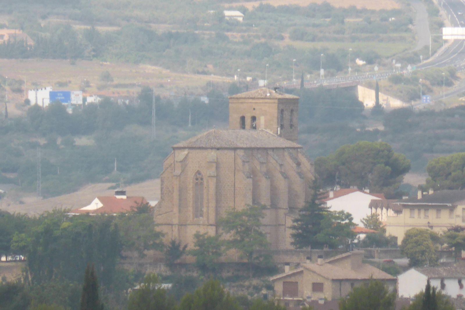 Nous partons de Lorca au petit matin, Bernard prend les devants et guide Pascaline grâce à sa canne blanche, Brigitte est devant, au loin nous apercevons l'église de l'ascuncion du 12e siècle.