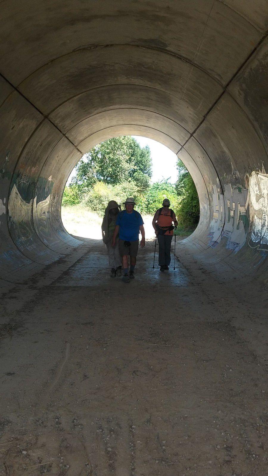 Après le camping de Irache, nous passons sous le mini tunnel de la Na-132-B et cette courte fraîcheur est la bienvenue.