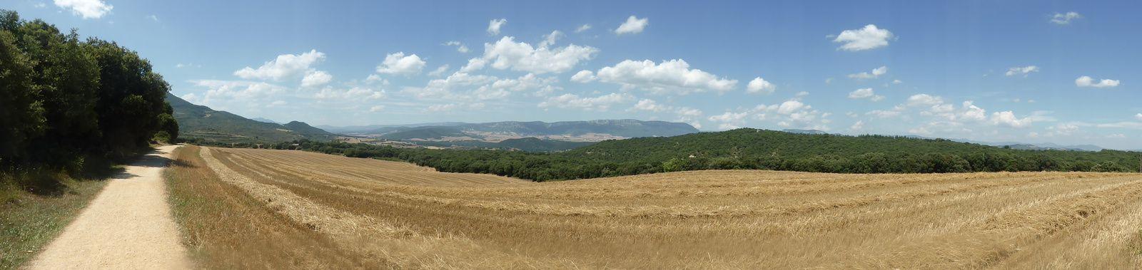 Nous marchons maintenant vers Villamayor de Monjardin, le temps est toujours magnifique et nous croisons peu de monde.
