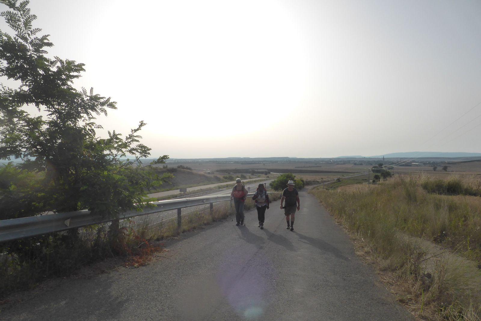 Nouvelle journée qui nous ménera dans un premier temps vers Granon. Nous rencontrons un peu plus de monde sur le chemin.