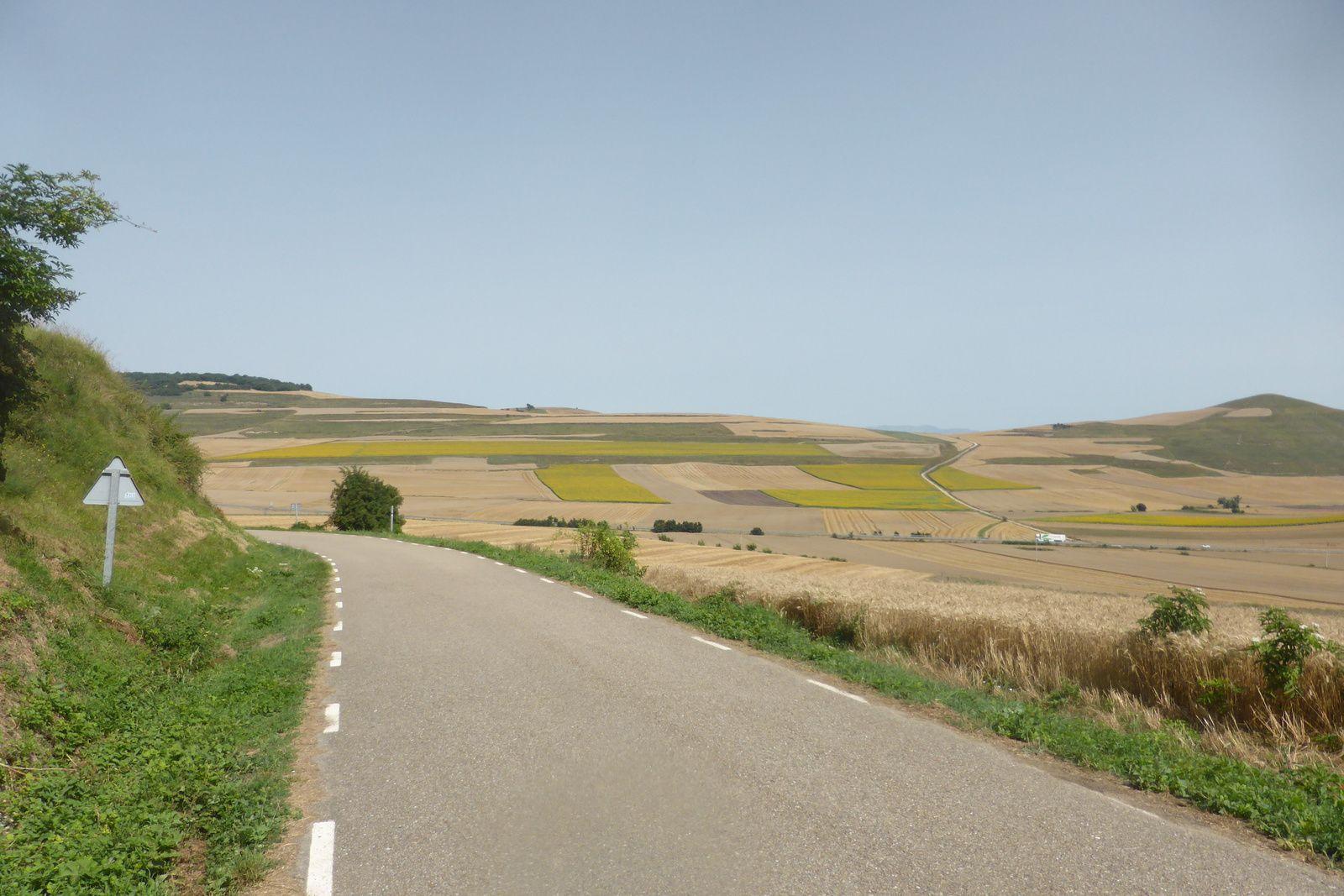 Puis après un repos bien mérité, nous prenons la route pour un court moment avant de reprendre le sentier qui longe la N-120.