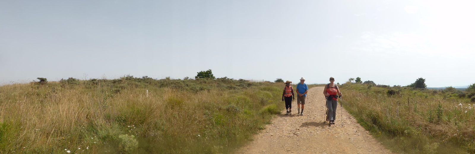 Magnifique Panoramique sur le village d'Agés devant nous et panoramique dans l'autre sens, un peu flou.