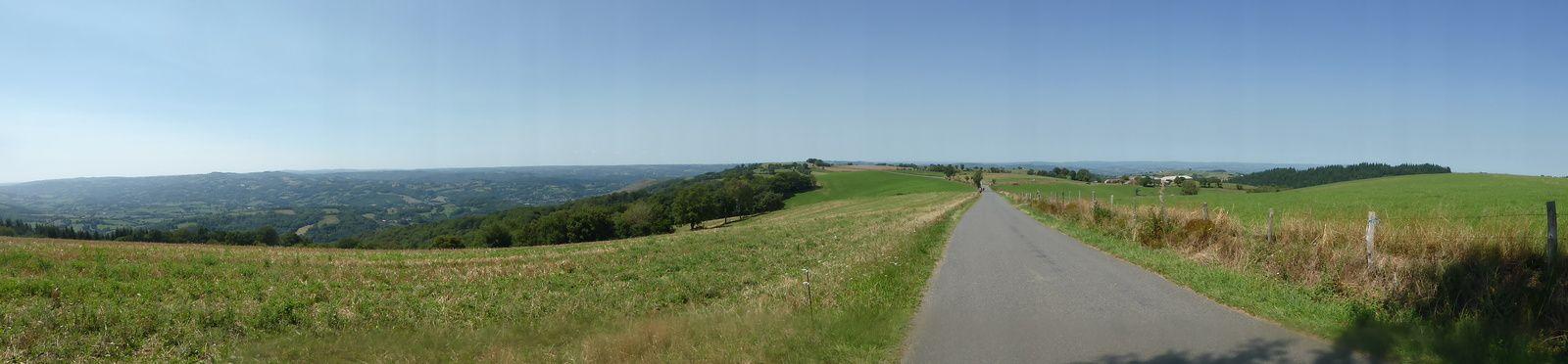 Vue panoramique vers l'ouest et la ville de Decazeville.