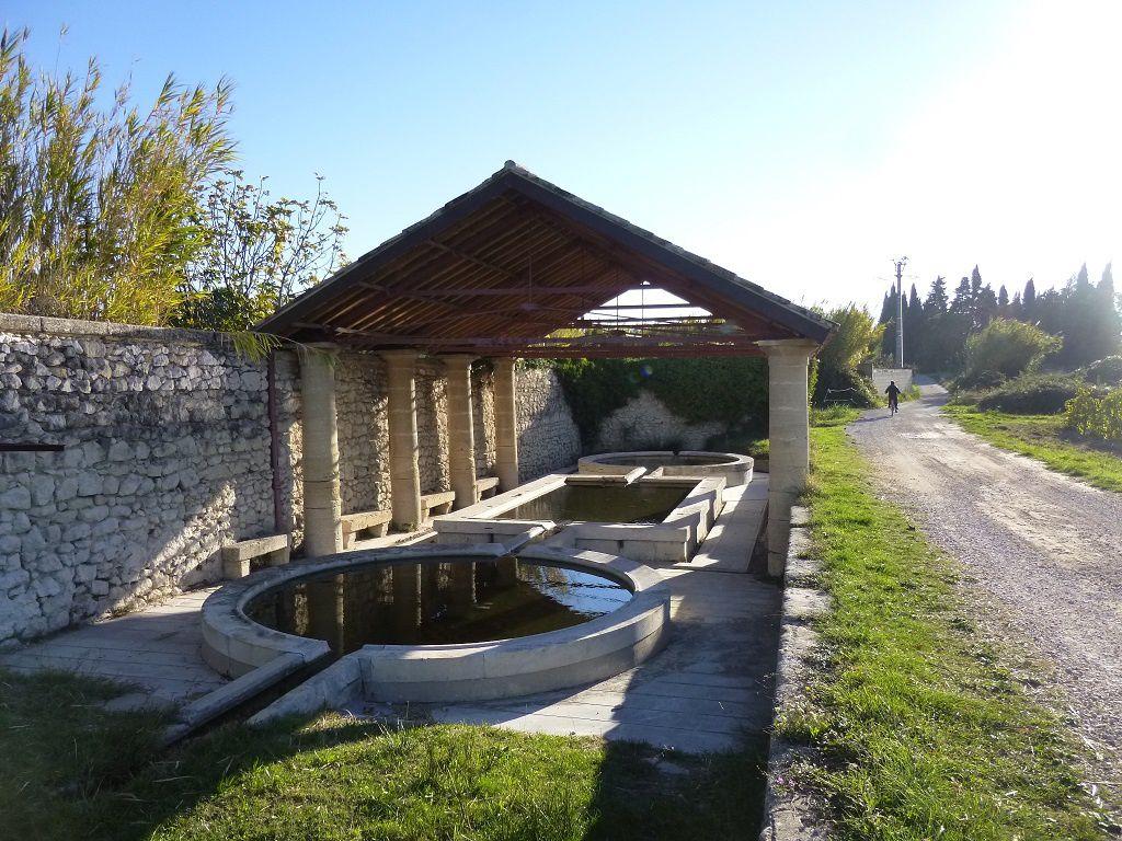 Le lavoir (chemin des Claux).