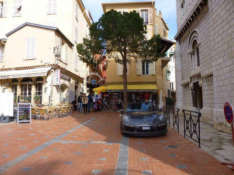 Une rue sur le Rocher.