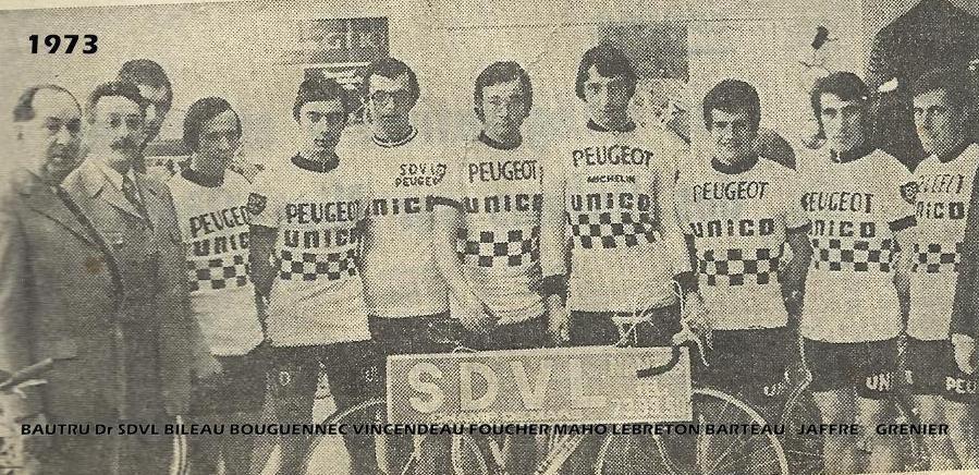 Jean-Yves Lebreton, 4ème à partir de la droite. On reconnait également le jeune herbretais de 18 ans Claude Vincendeau, 7ème à partir de la droite.