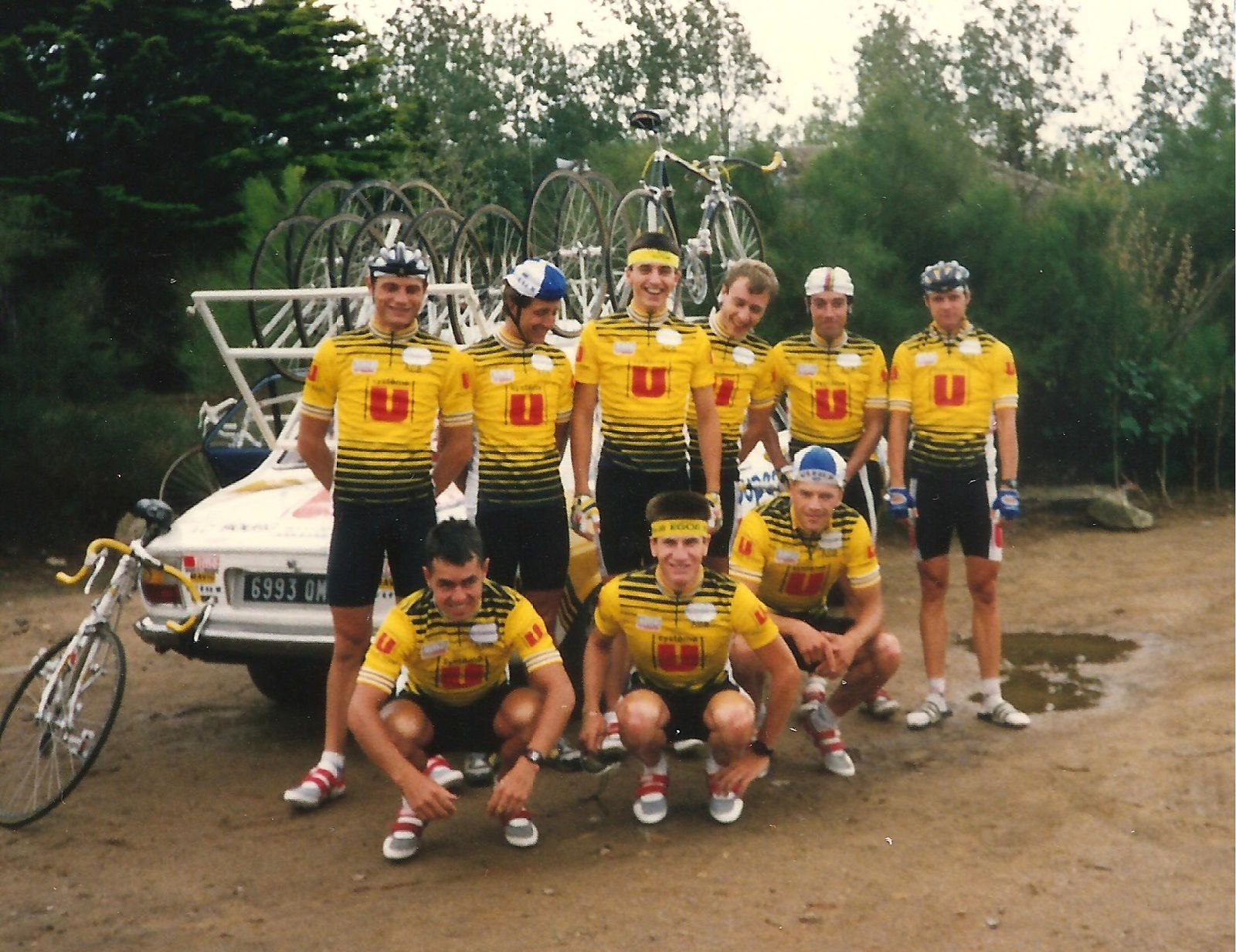 AC Bourg sous la Roche 1988 : Eric Chauvet, Bernard Lermite, Cyrille Martin, Jean-Marc Michon, Philippe Lièvre, Andy Guy (GB), accroupis, Andy Hurford, Christian Blanchard et Piers Hewitt (GB).
