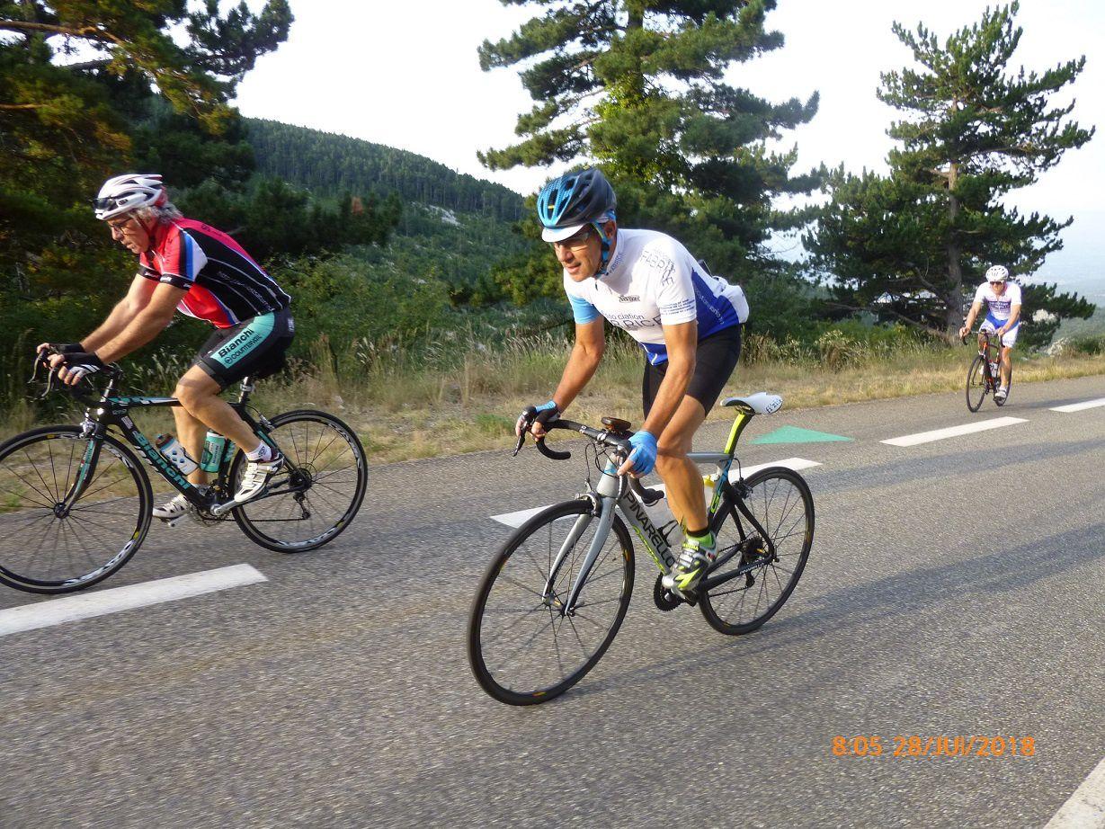 Ce cycliste a 77 ans, il gravit régulièrement le Mont Ventoux, une année il l'a monté à 75 reprises !