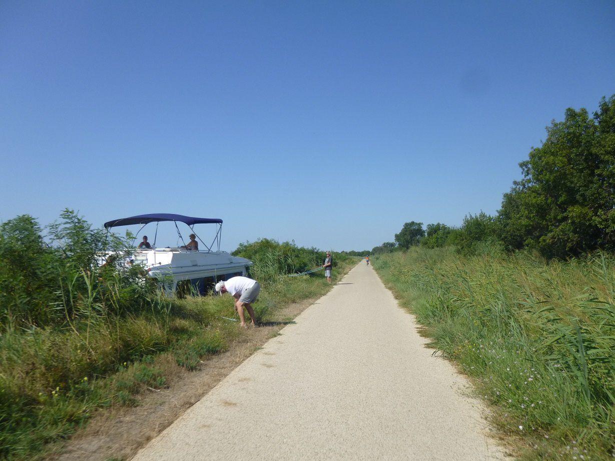 La voie verte longeant le canal du Rhône à Sète, ViaRhôna, EuroVélo 8 et EuroVélo 17.