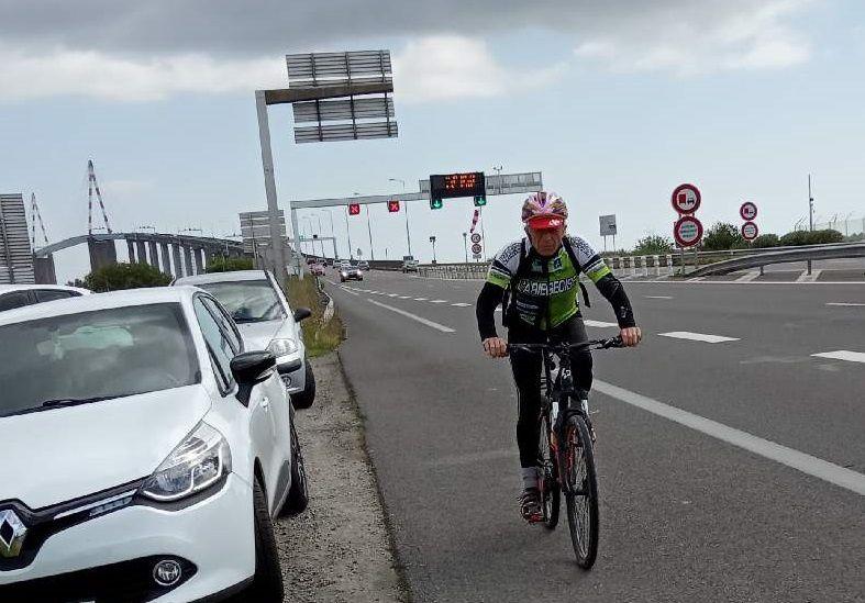 Le 25 mai, après son arrivée à Saint Brévin les Pins, il traverse le pont de Saint Nazaire pour finir.