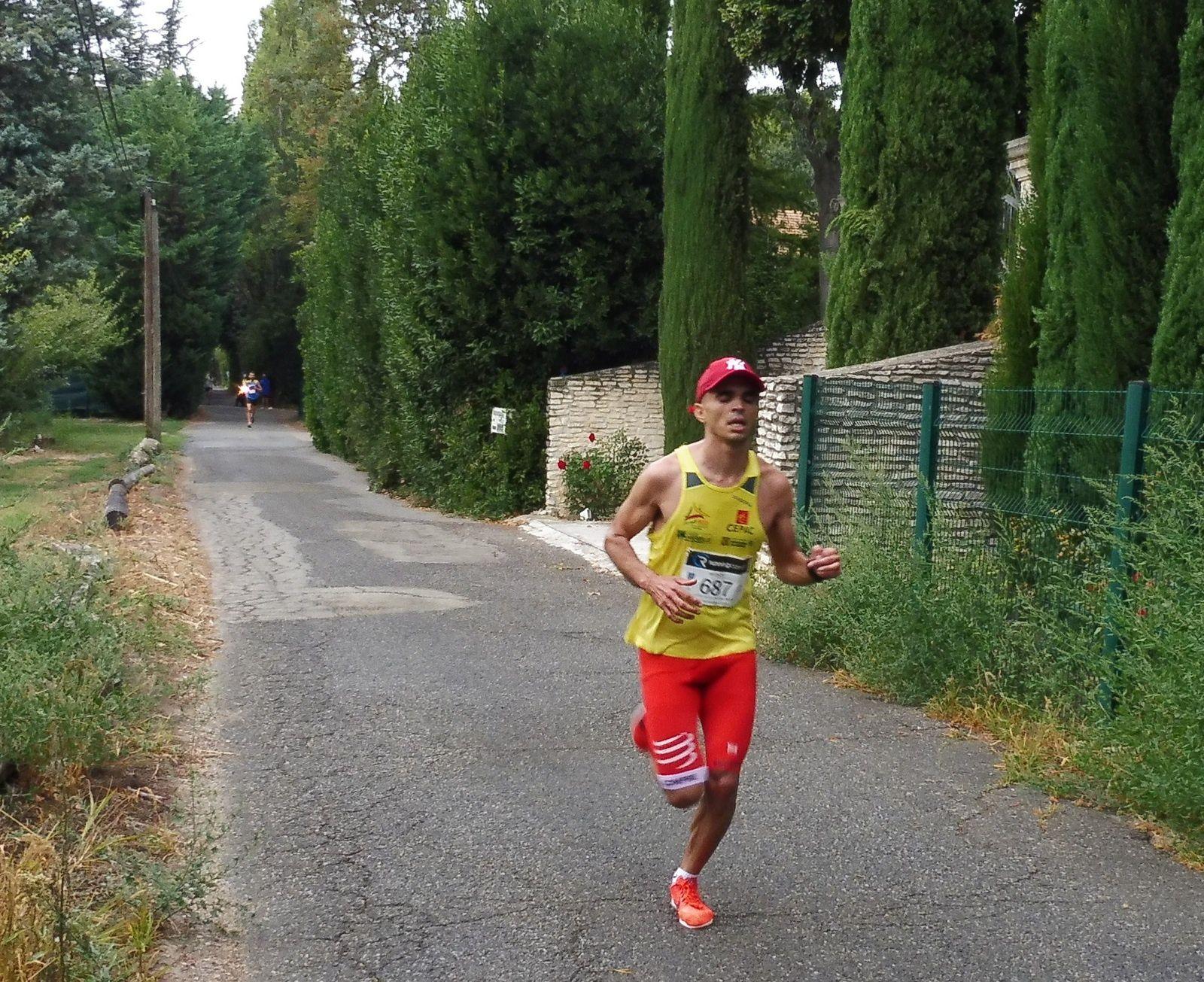 Le vainqueur, SERGHINI Mohamed (SCO Sainte Marguerite) à 2 km de l'arrivée.