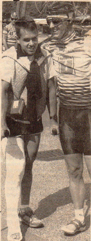 Andy, après son accident de voiture en 1988, est venu encourager ses équipiers dont Cyrille Martin avant le départ de la classique Jard-Les Herbiers.
