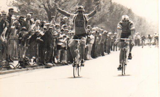 Grand Prix COOP à Saintes en 1980 : Christian Marais devant Laurent Brochet.